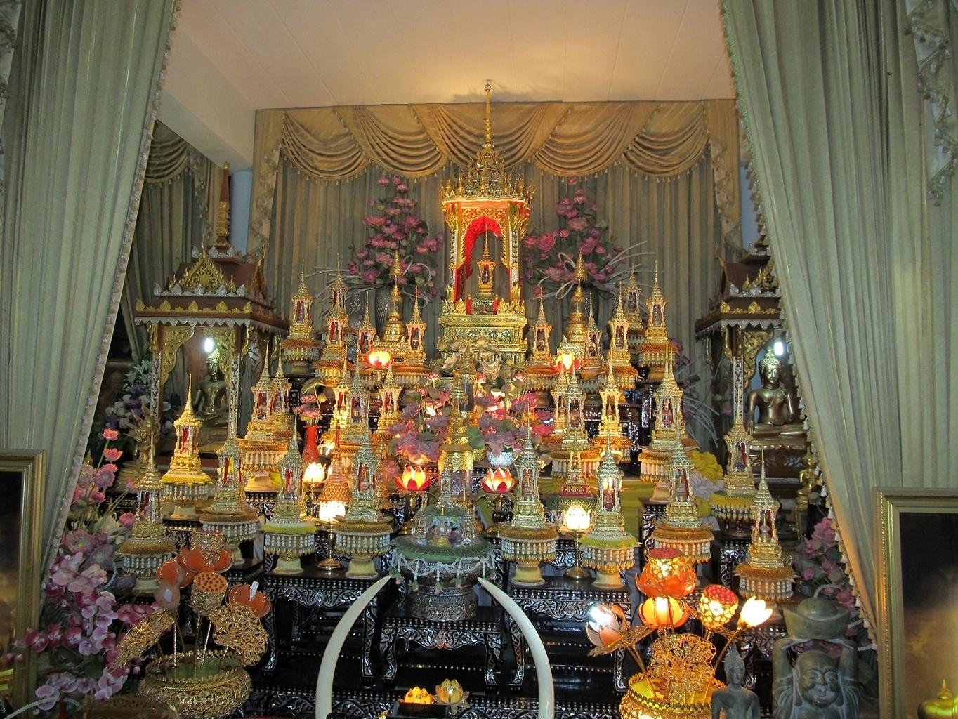 Nádherná kolekce relikvií - Ayutthaya - WAT KHARON