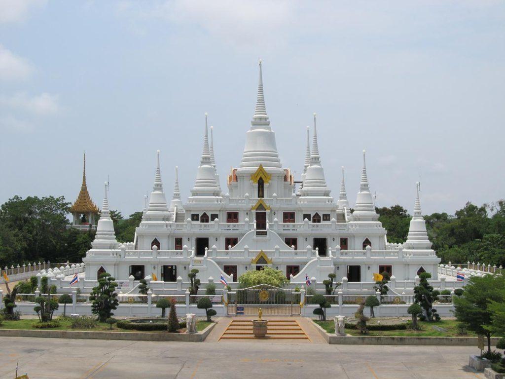 13 čedí Wat Asokharam - Bangkok