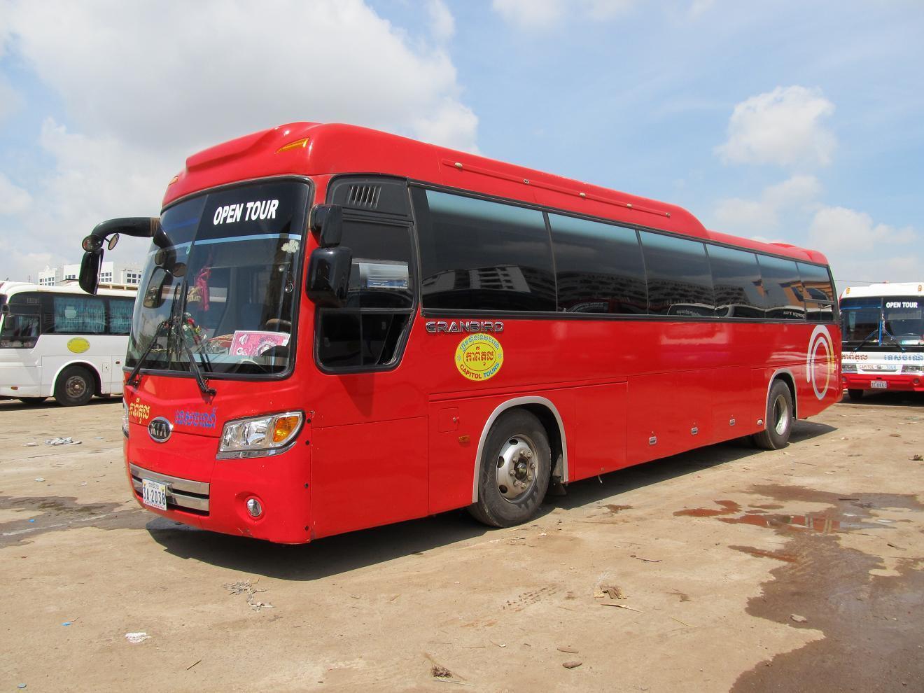 Kambodža - běžný autobus vyšší třídy