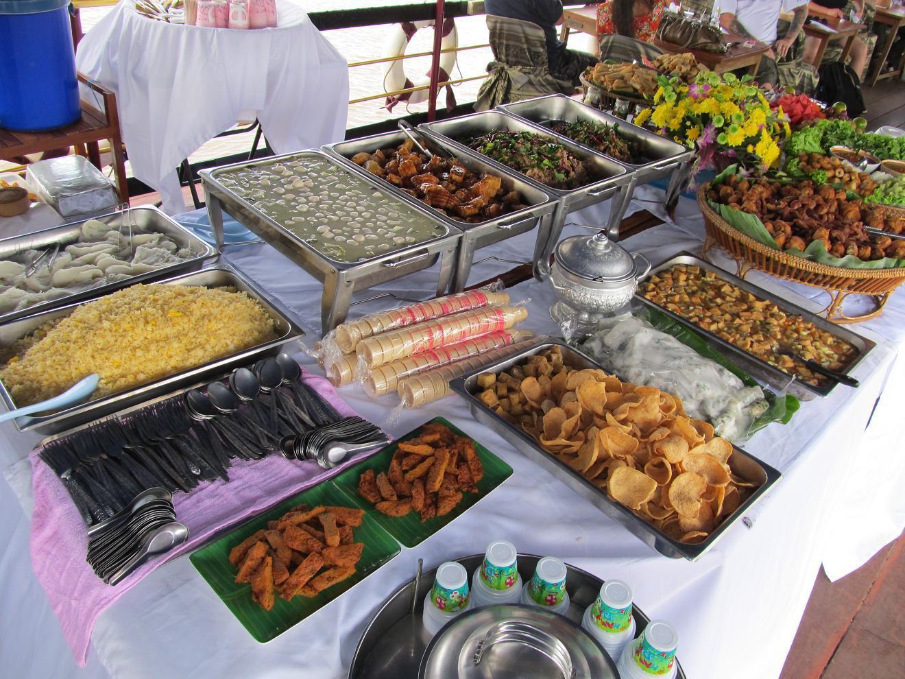 Nong Khai - loď - oběd - 2013