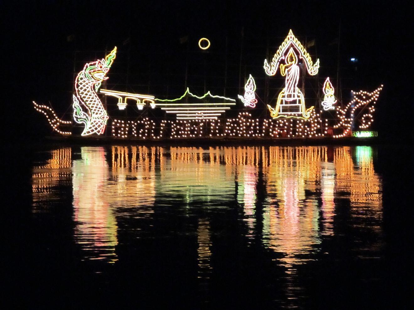 Mekong - Slavnostně osvětlené lodě