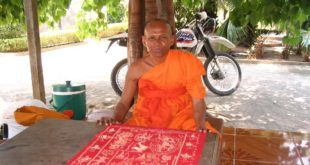 Opat-Saom-Sim-z-chramu-Wat-Phrasat