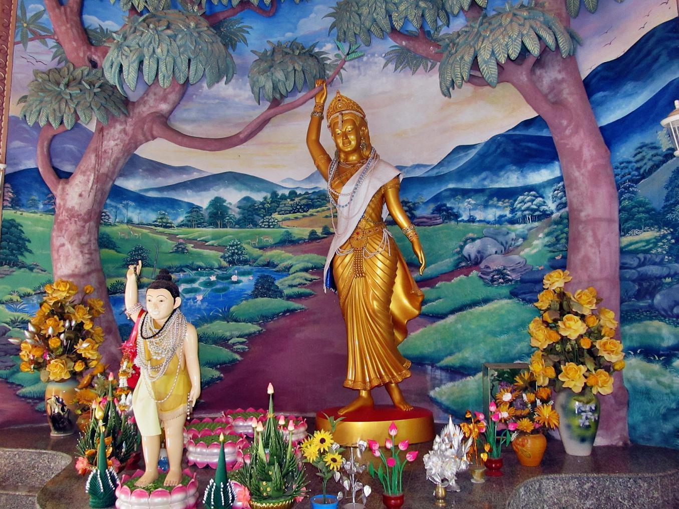 Wat Tham Puang - malý Buddha s maminkou