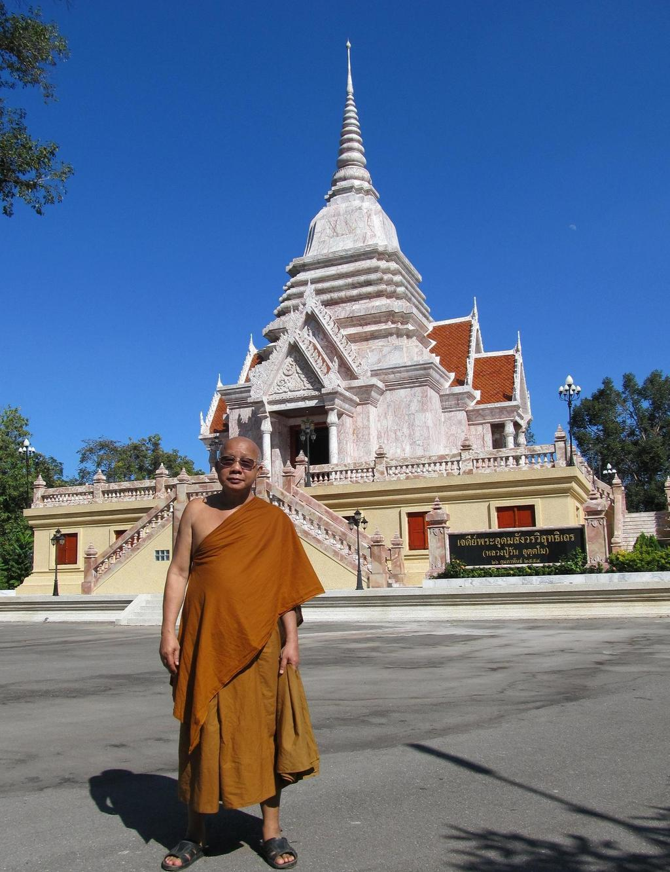 Opat kláštera Wat Tham Puang a Wat Tham A Pai