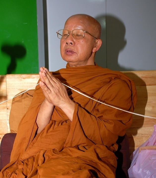 Opat kláštera Wat Tham Puang a Wat Tham A Pai při ceremonii