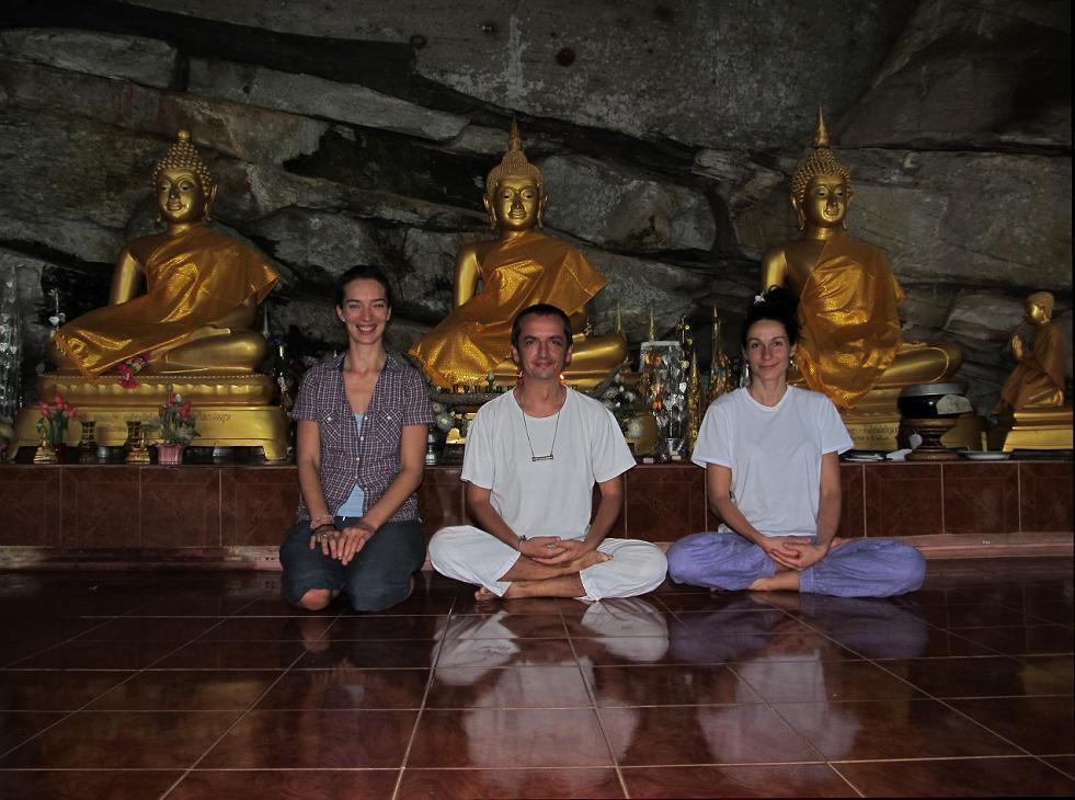 Meditace pod skalním převisem - NP Phu Pha Lek - Thajsko