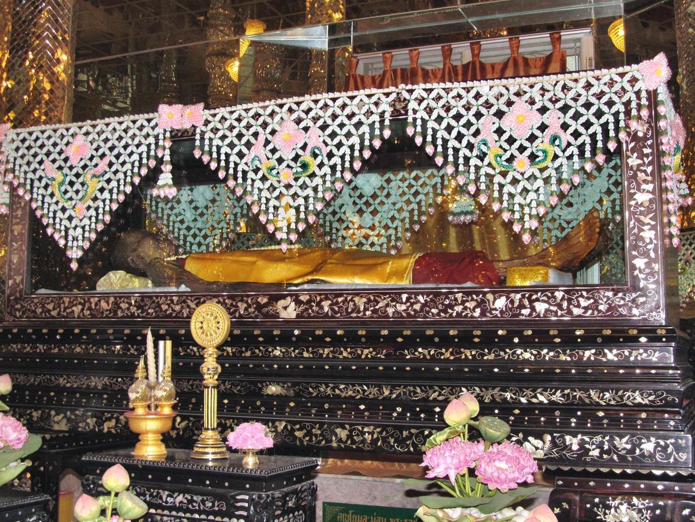 Prosklená rakev - Luang Por Kasem - Wat Muang