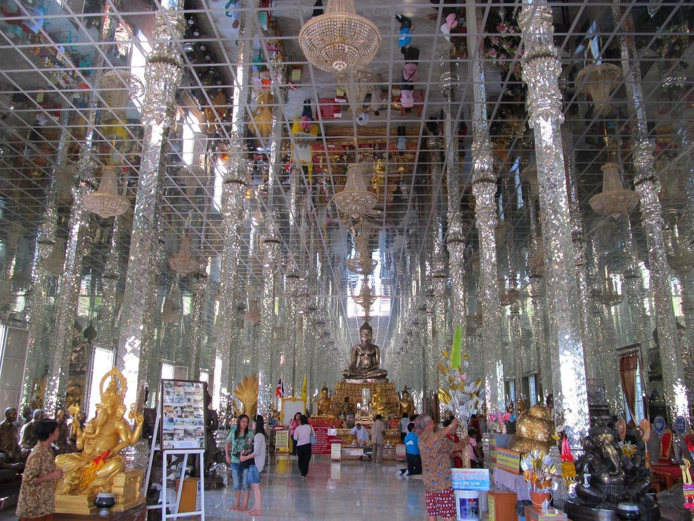 Nekonečný prostor ve Vihanu - Wat Muang - Thajsko