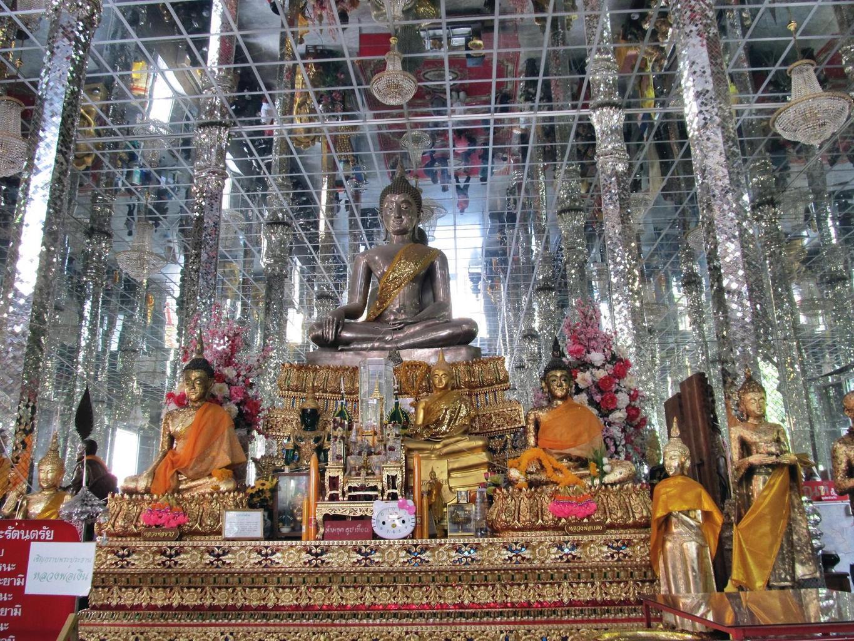 Stříbrný Buddha ve Vihanu - Wat Muang - Thajsko