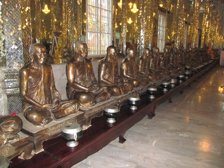 Bronzové sochy Thajských Arahatů - Wat Muang - Thajsko