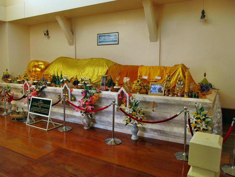 Wat Tham Puang - Buddha odcházející do Nirvány - Kušinagara