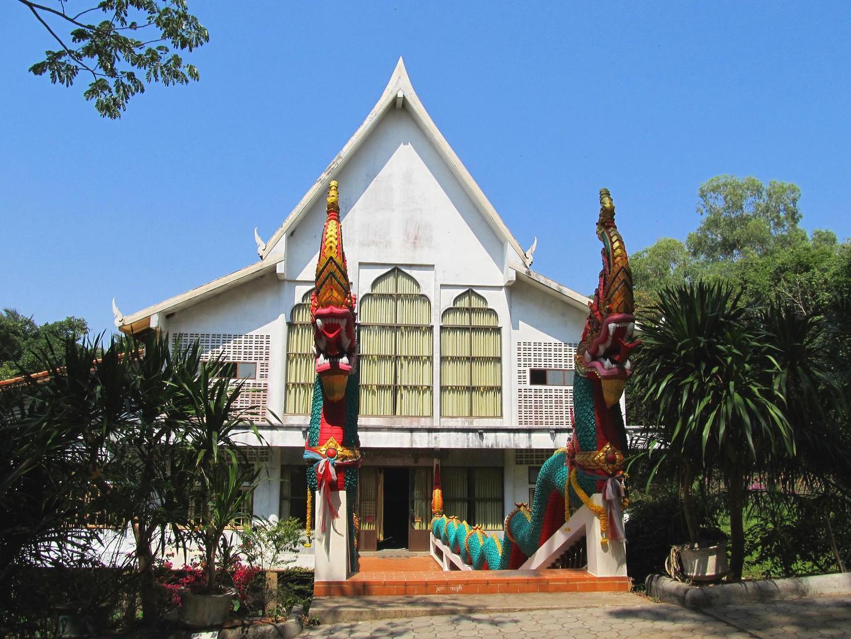 Wat Tham Puang - Vihan - hlavní vstup