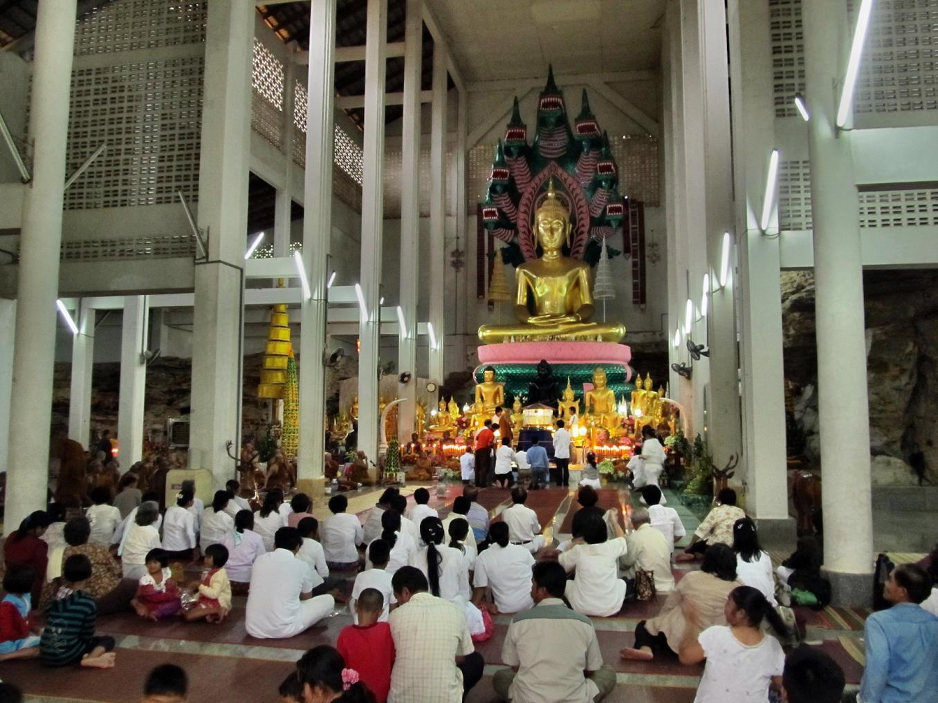 Wat Tham Puang - Vihan - slavnostní ceremonie