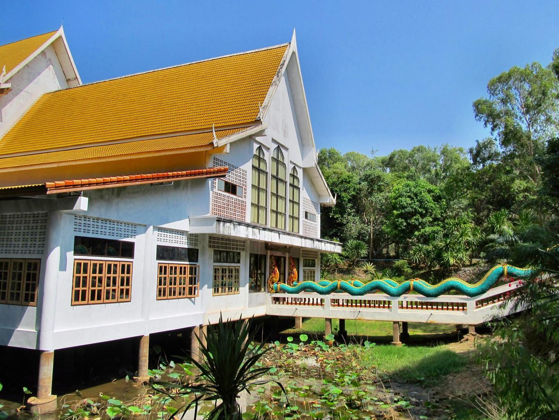 Wat Tham Puang - Vihan