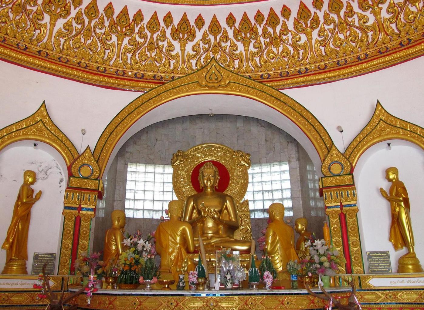 Wat Tham Puang - Budha učí prvních 5 mnichů - Varánásí