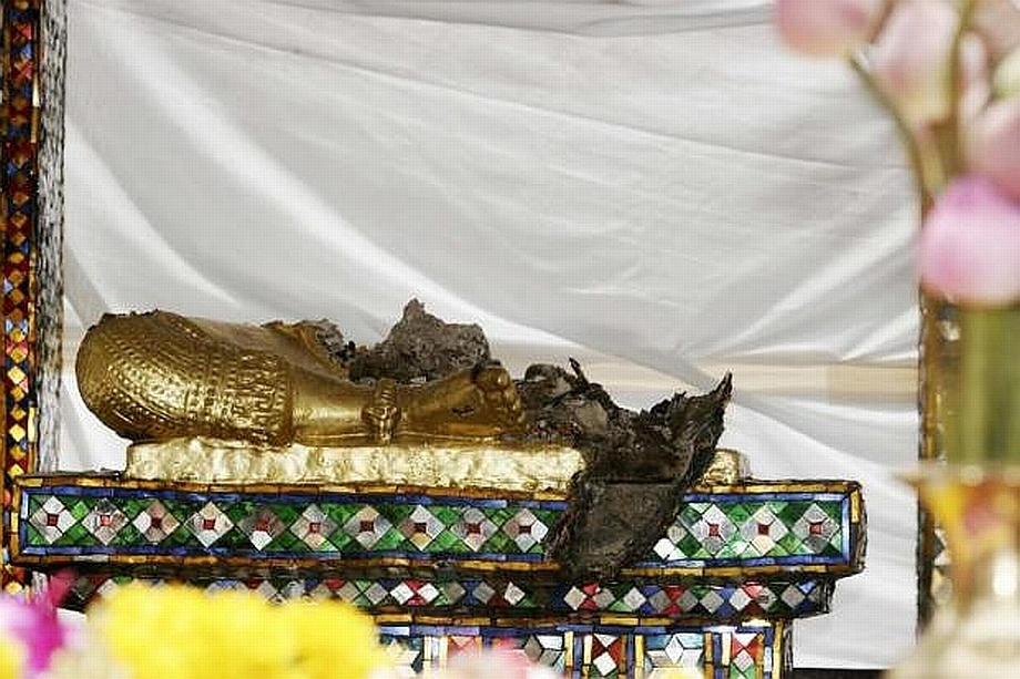 Brahmova socha poničená šíleným útočníkem 2006