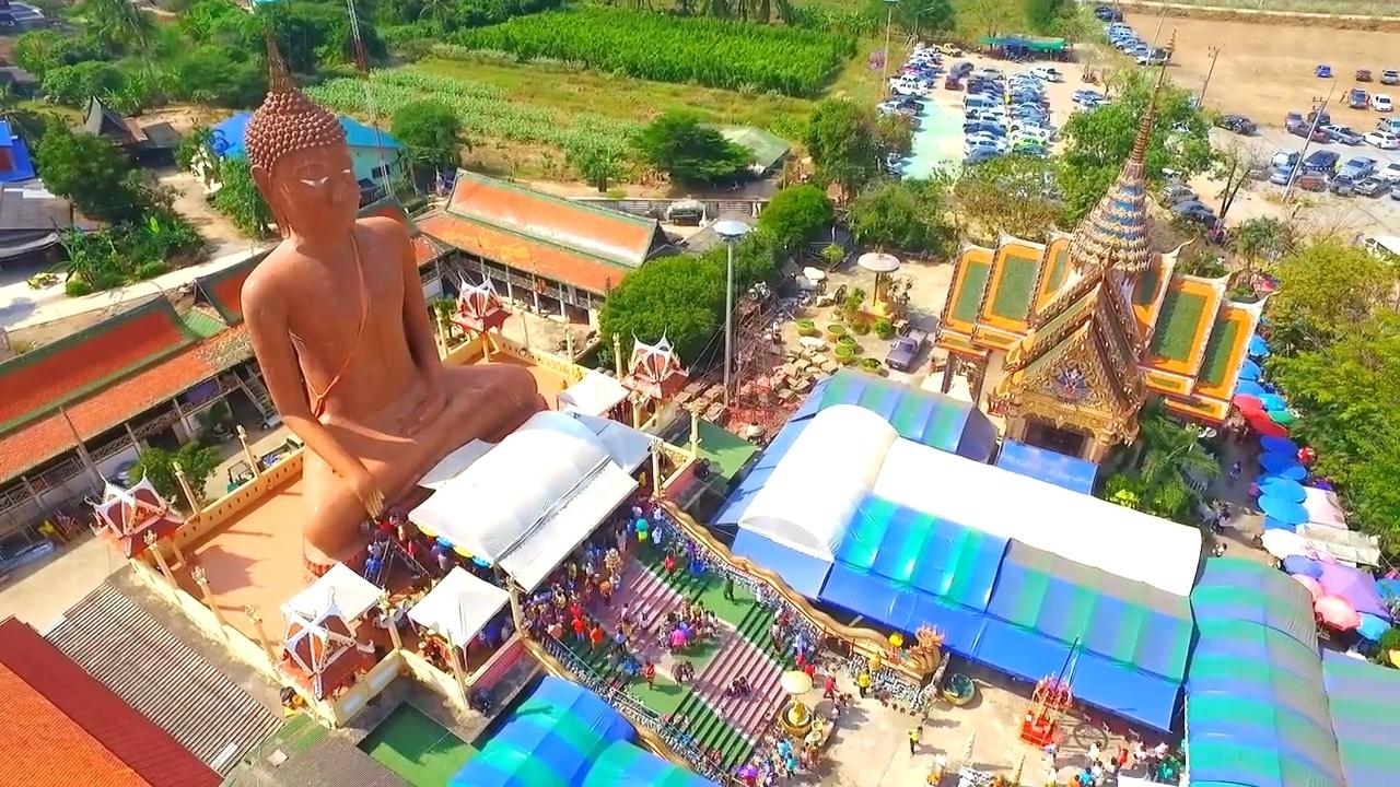 Červený Buddha ve Wat Klang Bang Phra Nakhon Pathom