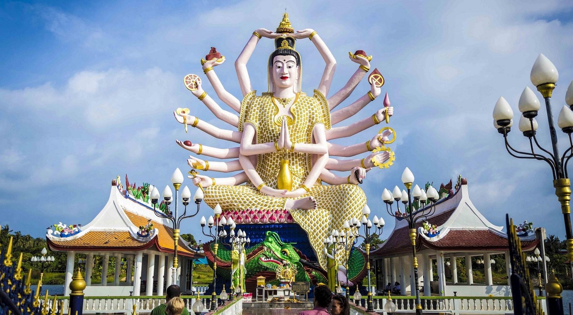 Bohyne Kuan Jin drží nad sebou svého učitele - Buddhu