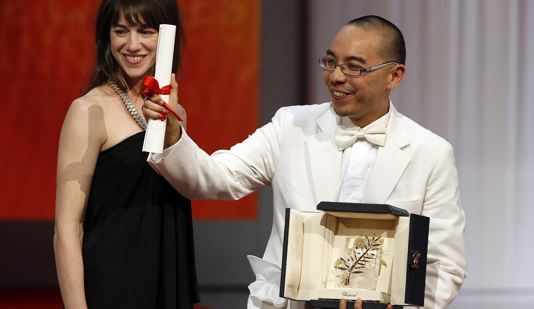 Weerasethakul přebírá Zlatou Palmu v Cannes za film Strýček Búnmí