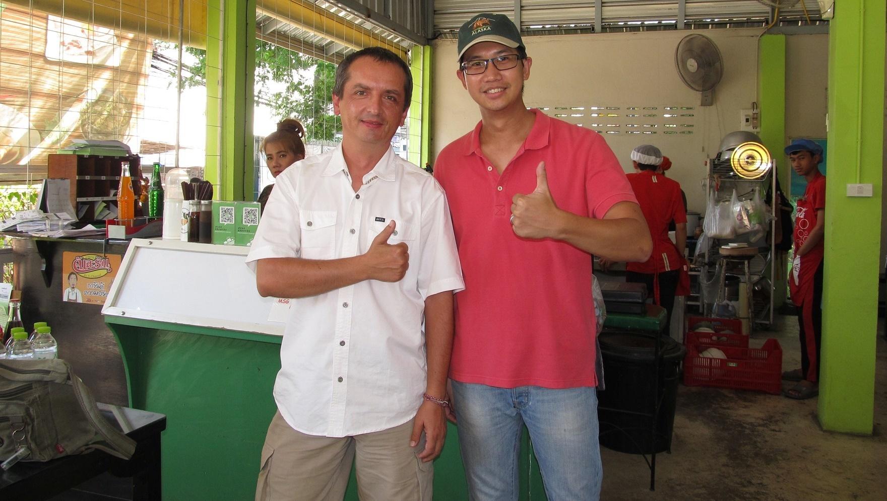 Sympatický majitel restaurace (vpravo)