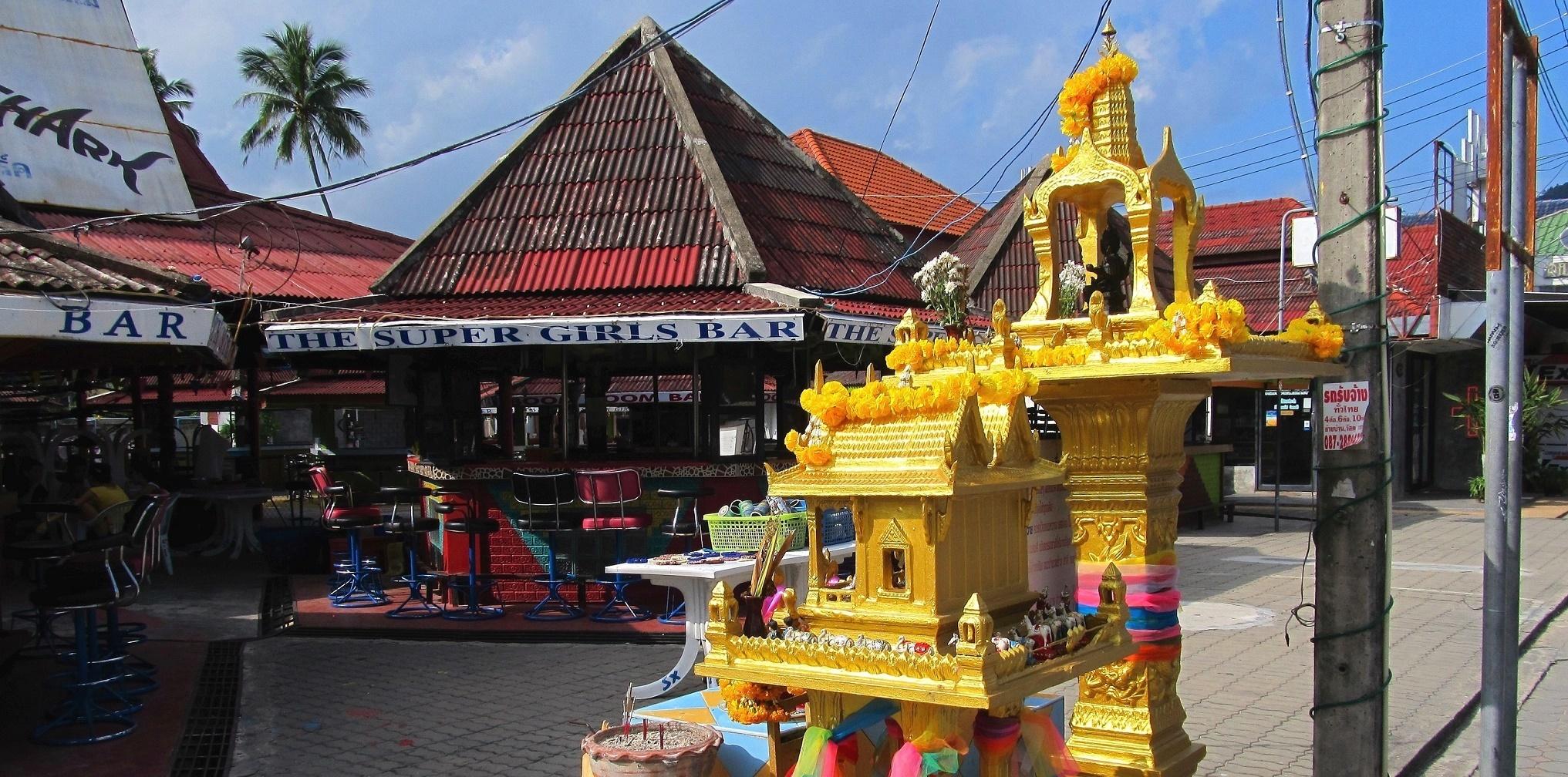 Svatyně Brahmy patřící k barům - Lamai - Ko Samui - Thajsko