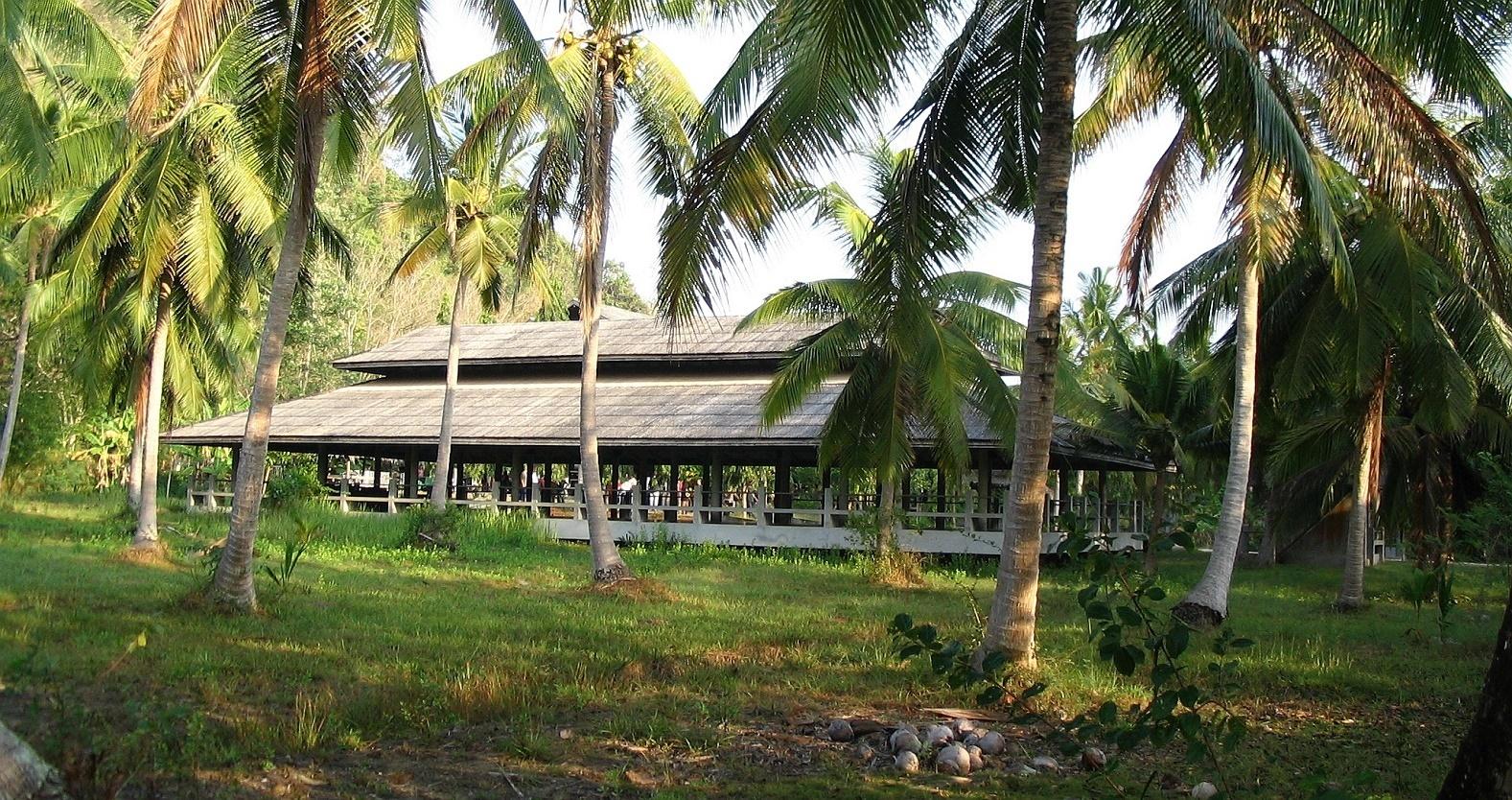 Hala pro ranní cvičení jógy - Wat Suan Mokkh - Thajsko