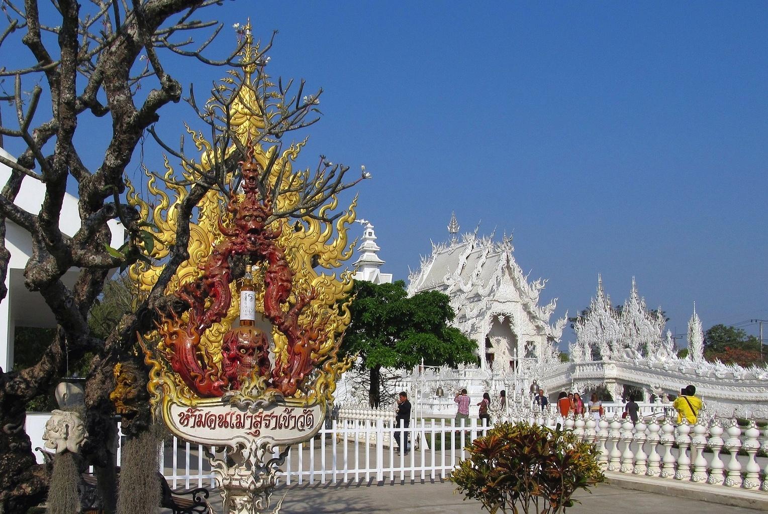 Démon alkoholu - Wat Rong Khun - Thajsko