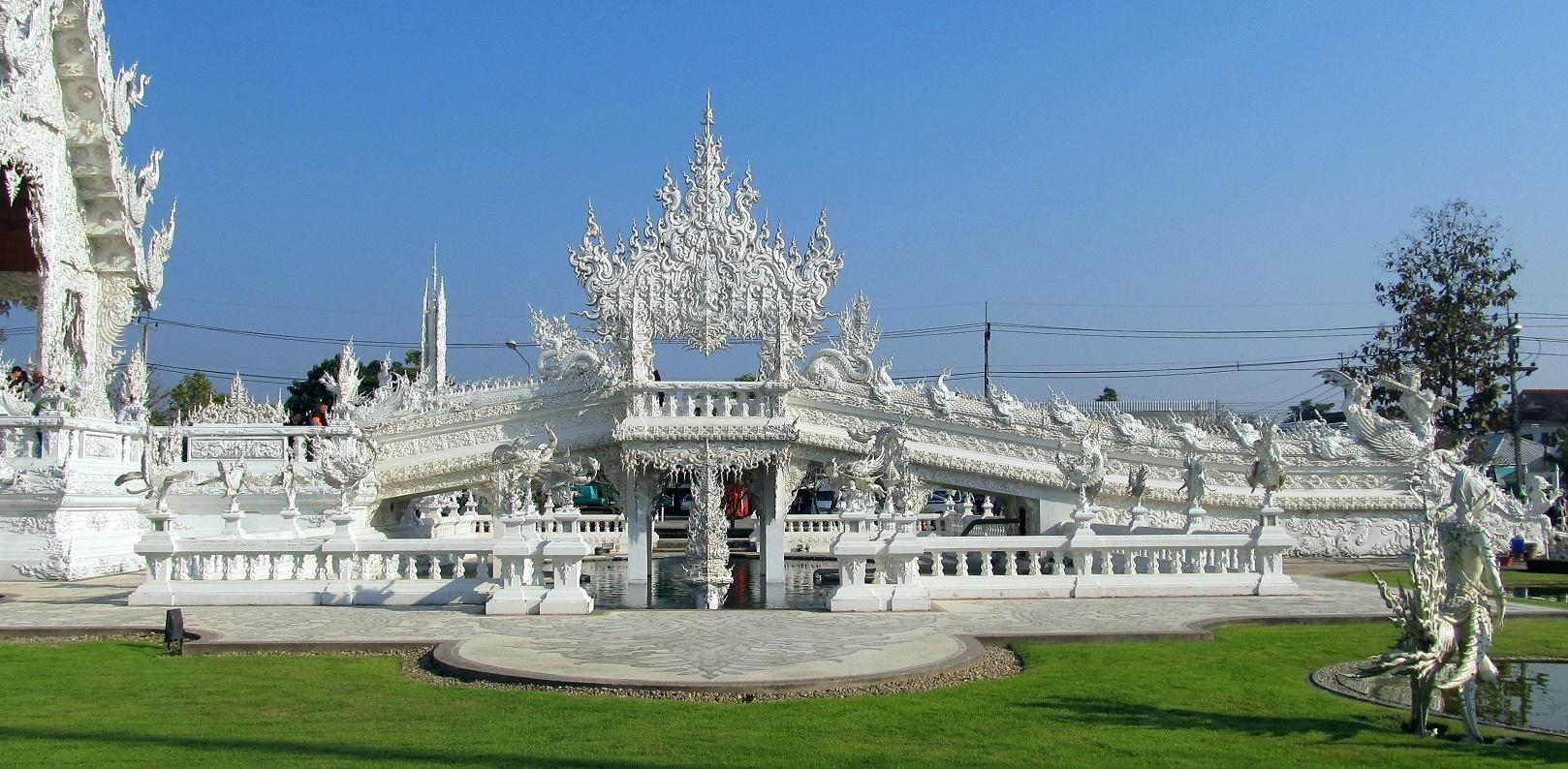 Most reinkarnace - Wat Rong Khun - Thajsko