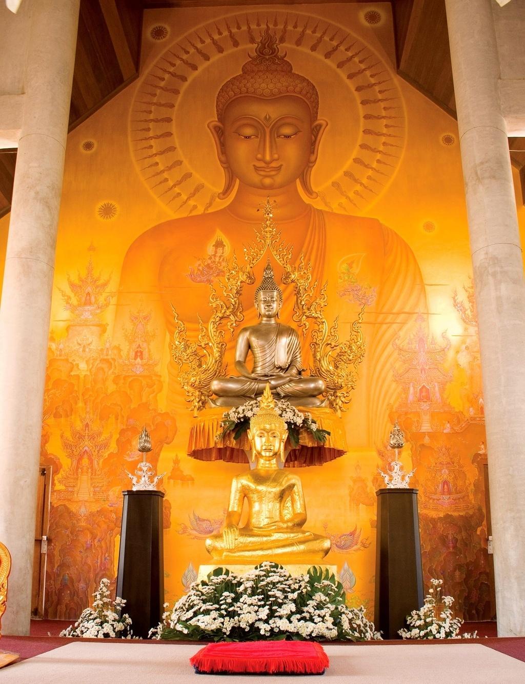 Oltář v Ubusotu - Wat Rong Khun - Thajsko