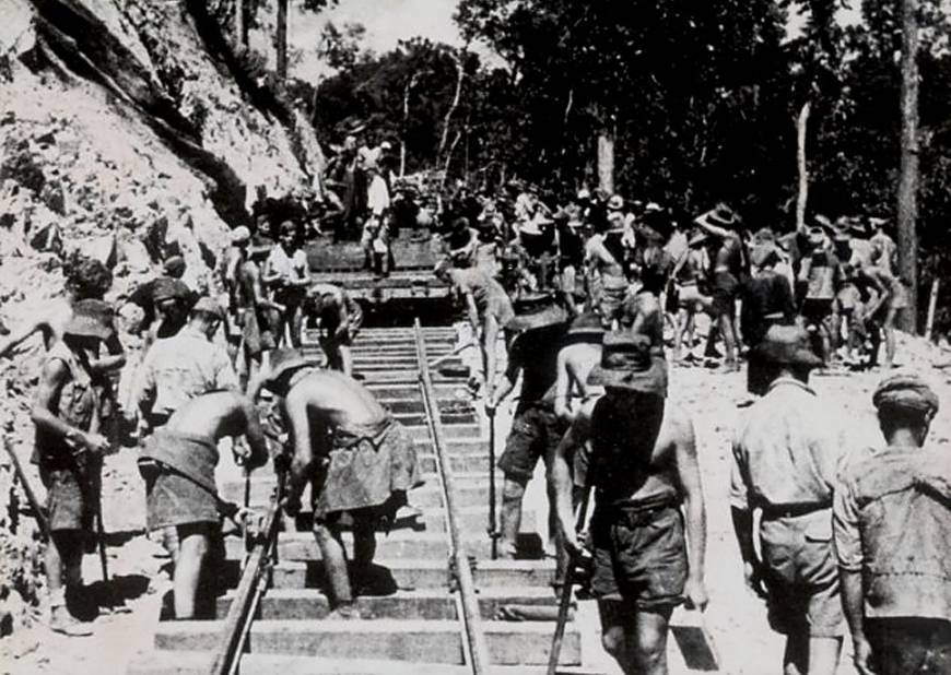 1943 - Spojenečtí zajatci staví železnici
