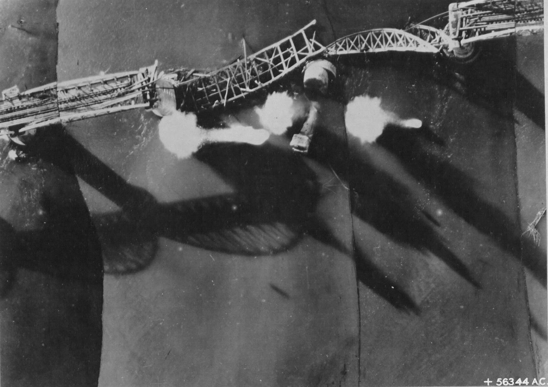 Bombardování a zničení mostu