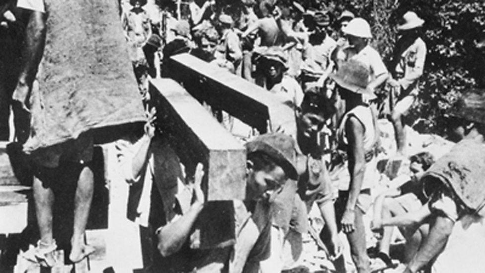 Spojenečtí zajatci na stavbě