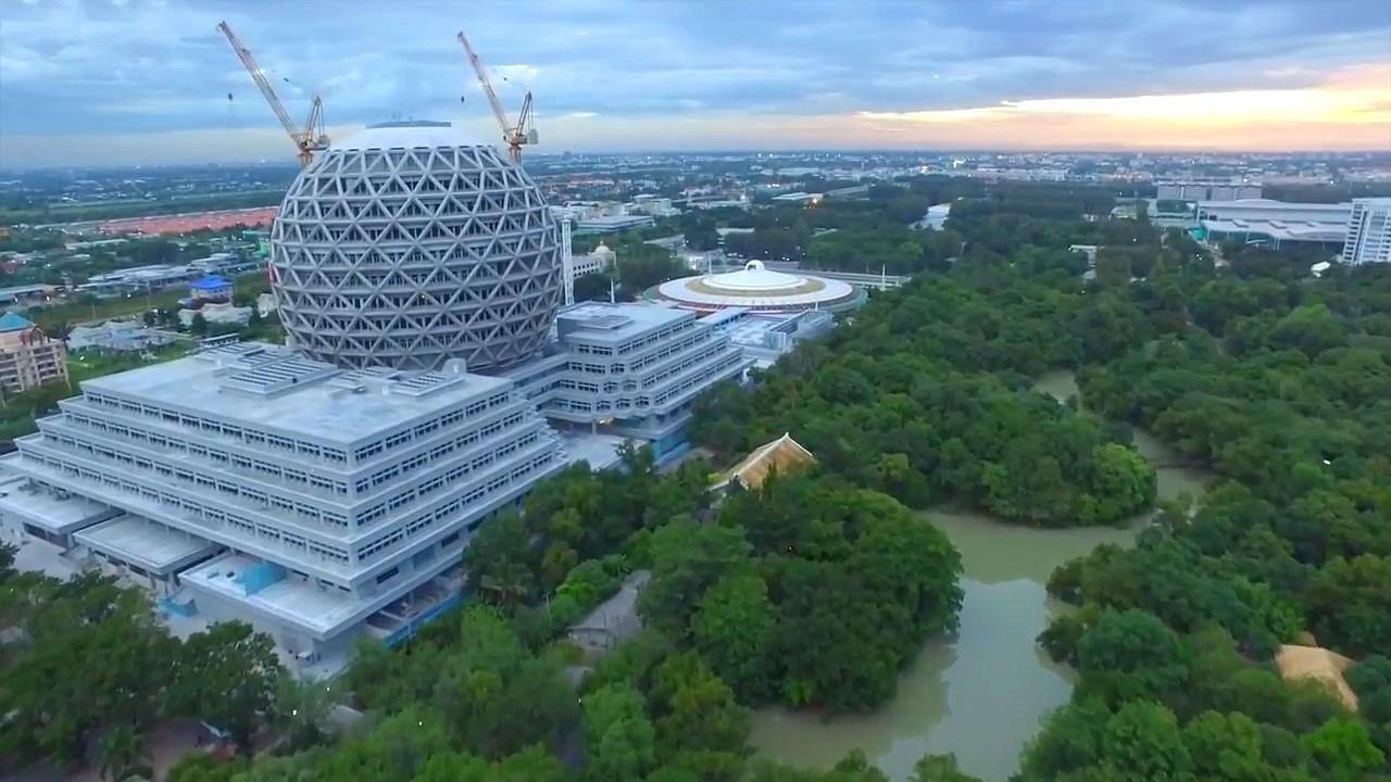 Master Nun Chandra Centennial Building -Wat Dhammakaya - Thajsko