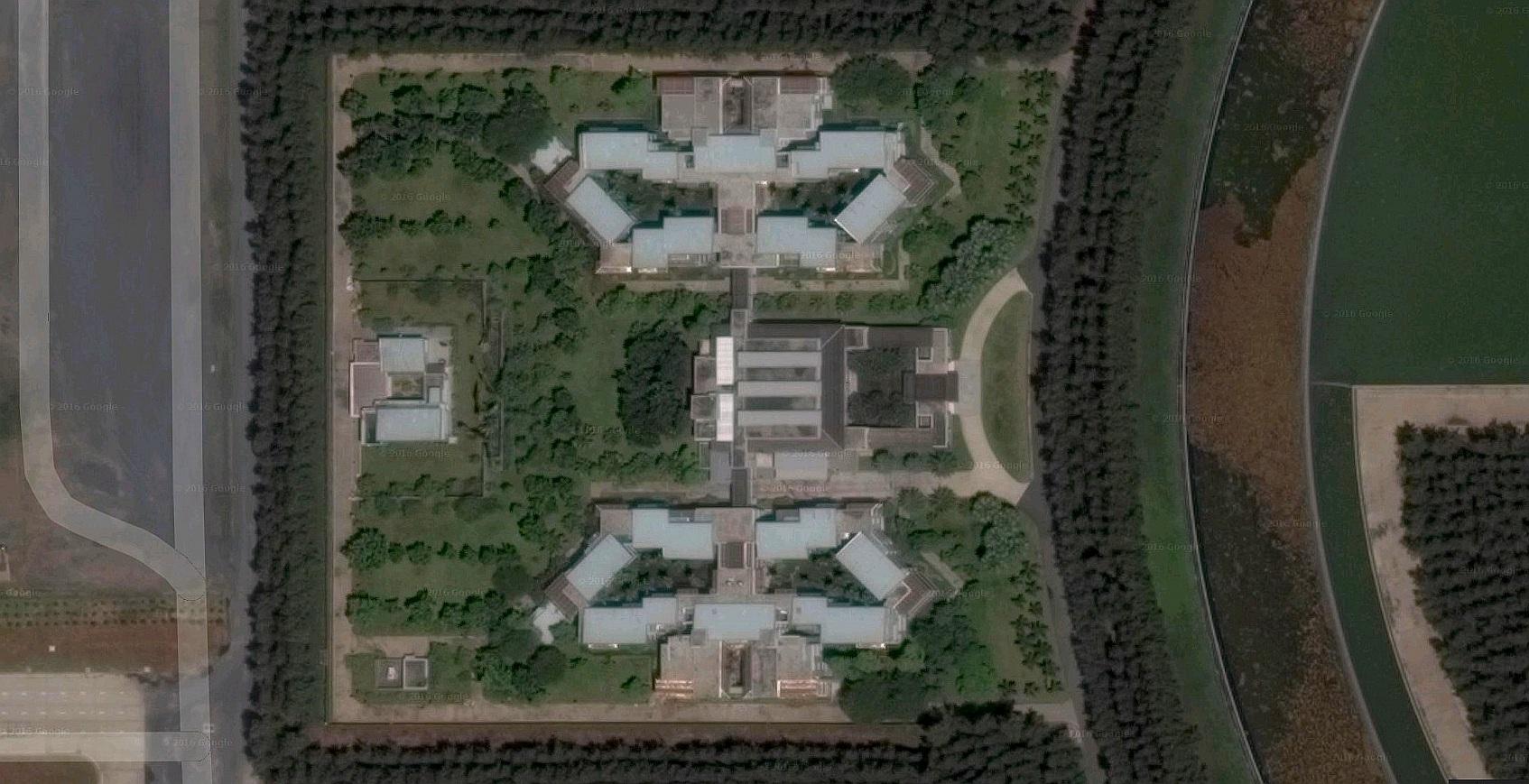 Satelitní fotografie budov v oblasti 60 - Wat Phra Dhammakaya