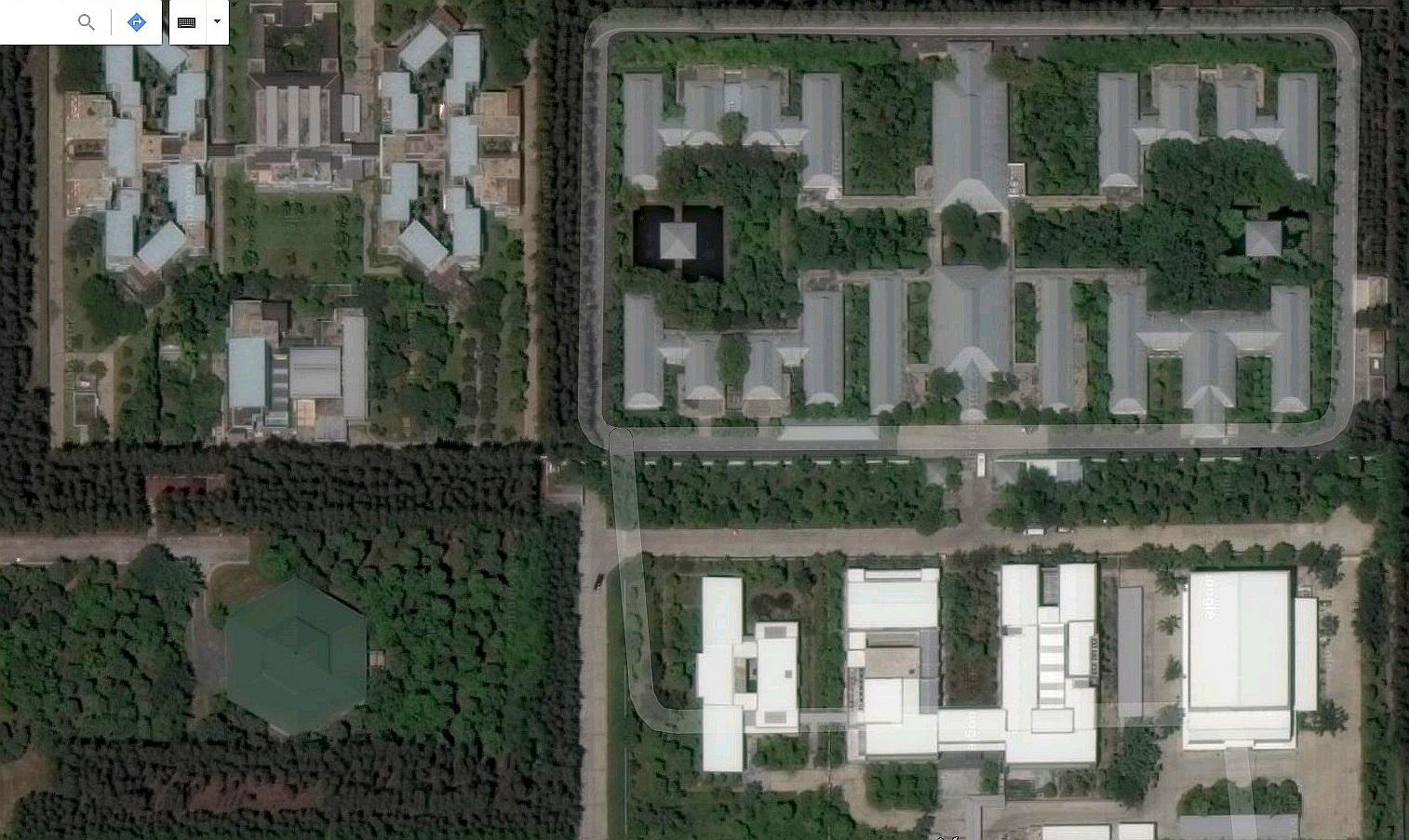 Satelitní fotografie komplexu budov v oblasti 60 - Wat Phra Dhammakaya