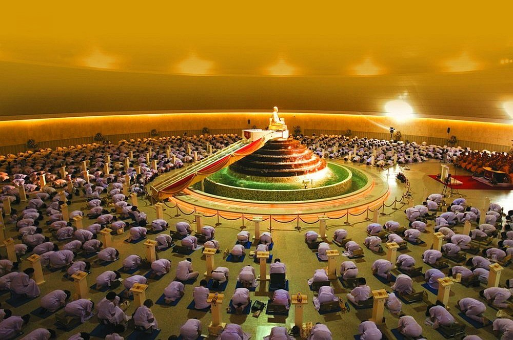 Uvnitř UFO - Wat Phra Dhammakaya - Thajsko