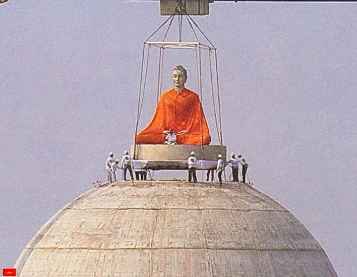 Dhammakaya Cetiya - Wat Phra Dhammakaya - Stříbrný Buddha