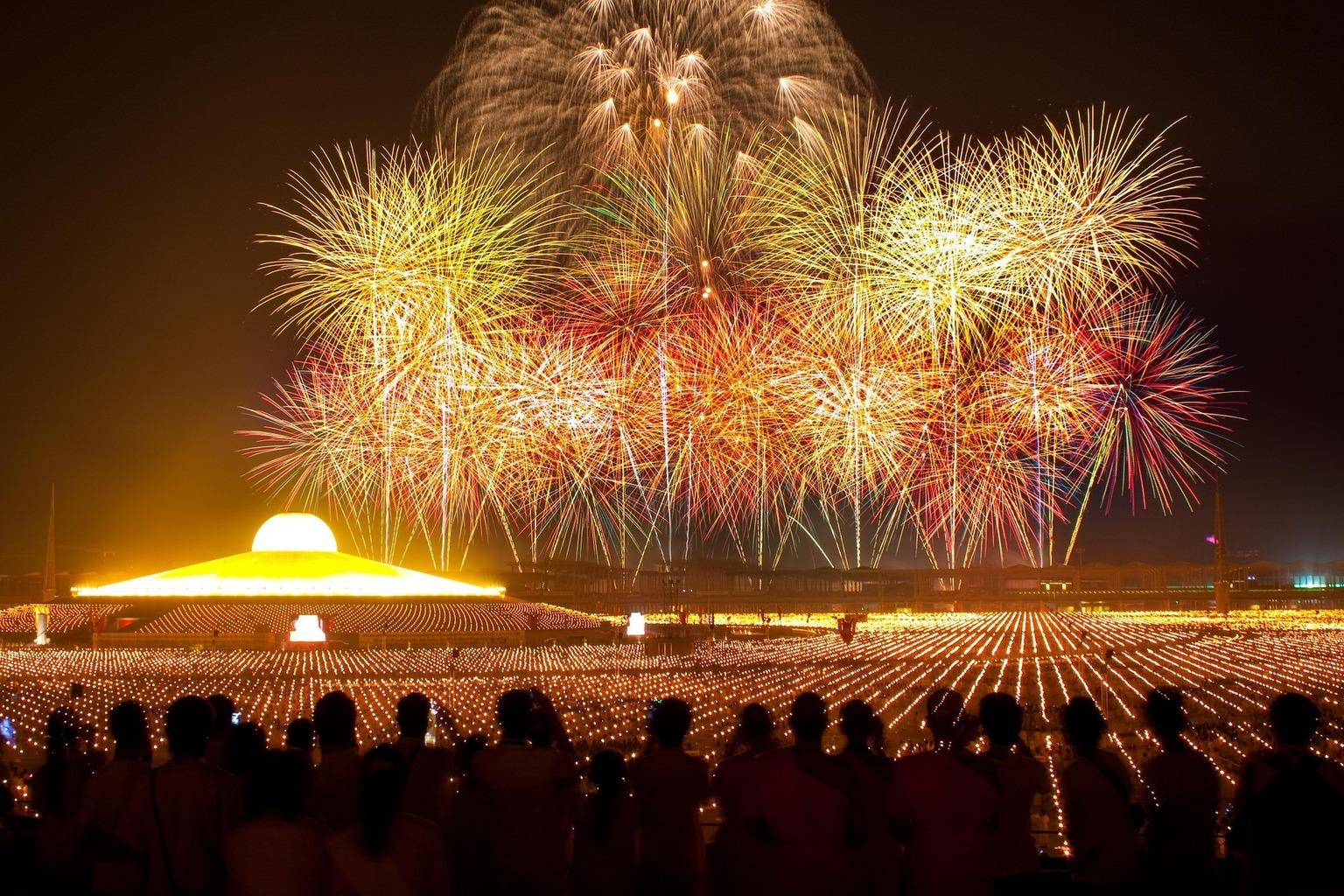 Oslavy ve Wat Phra Dhammakaya