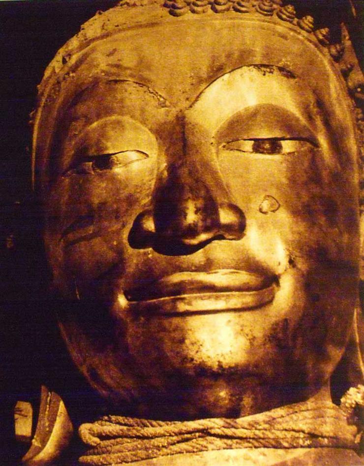 Původní, štuková tvář Zlatého Buddhy