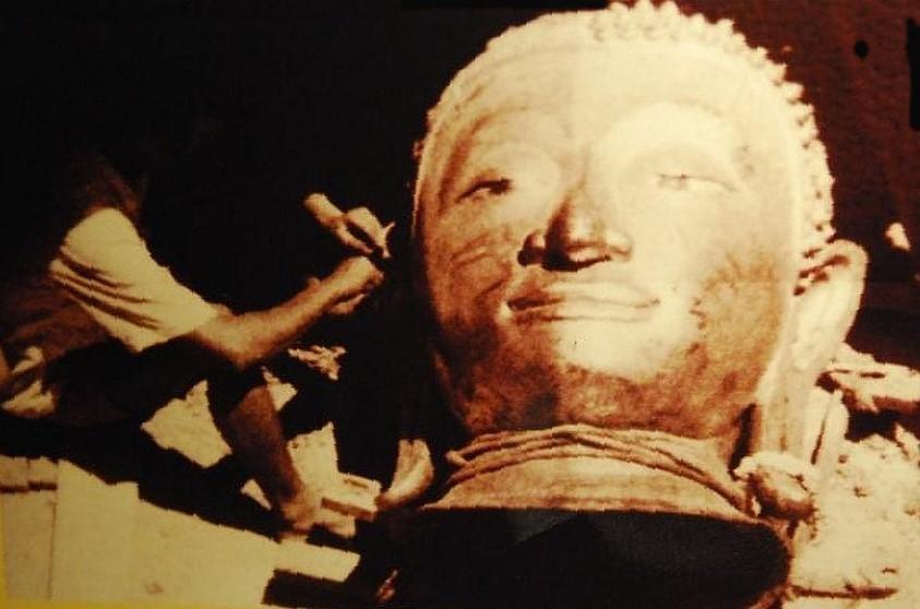 Rozložený Zlatý buddha - Wat Traimit