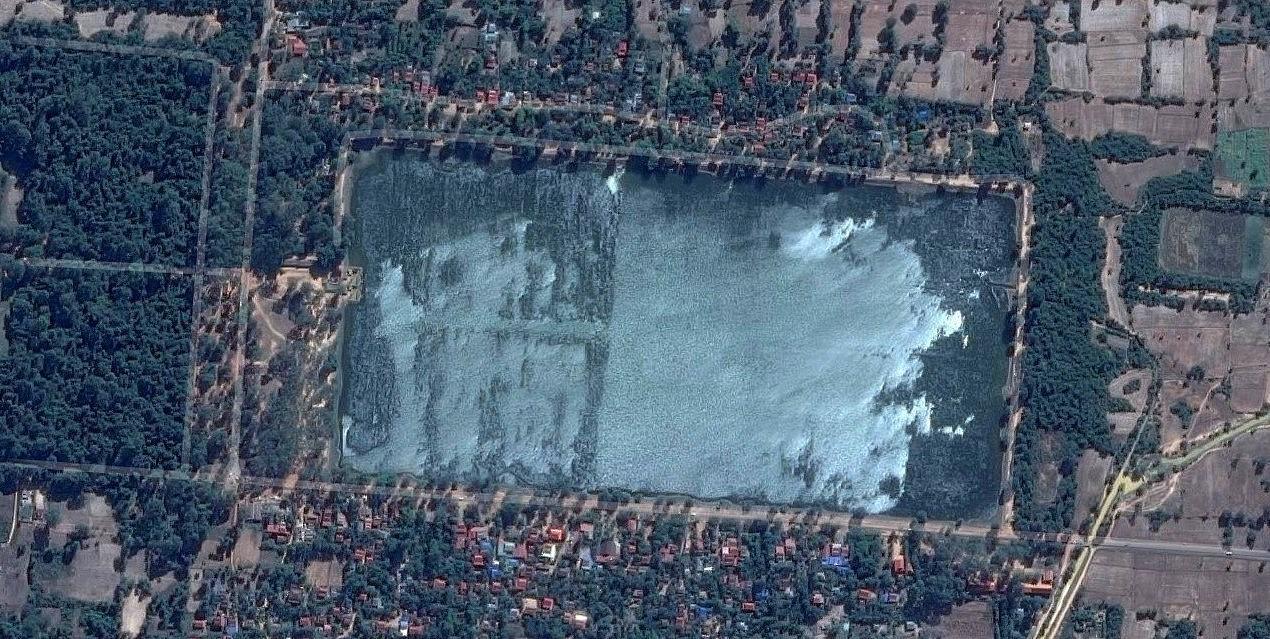 Satelitní snímek vodní nádrže Sra Srang - Angkor - Kambodža