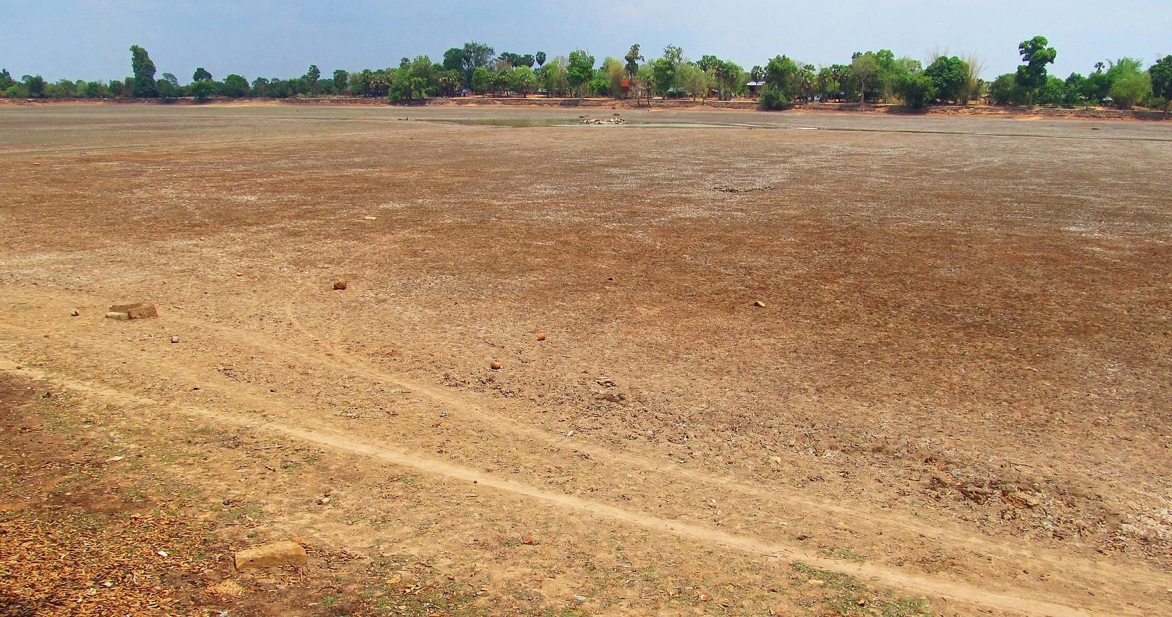 Duben 2016 Bývalá klidná vodní plocha nádrže Srah Srang - Angkor - Kambodža