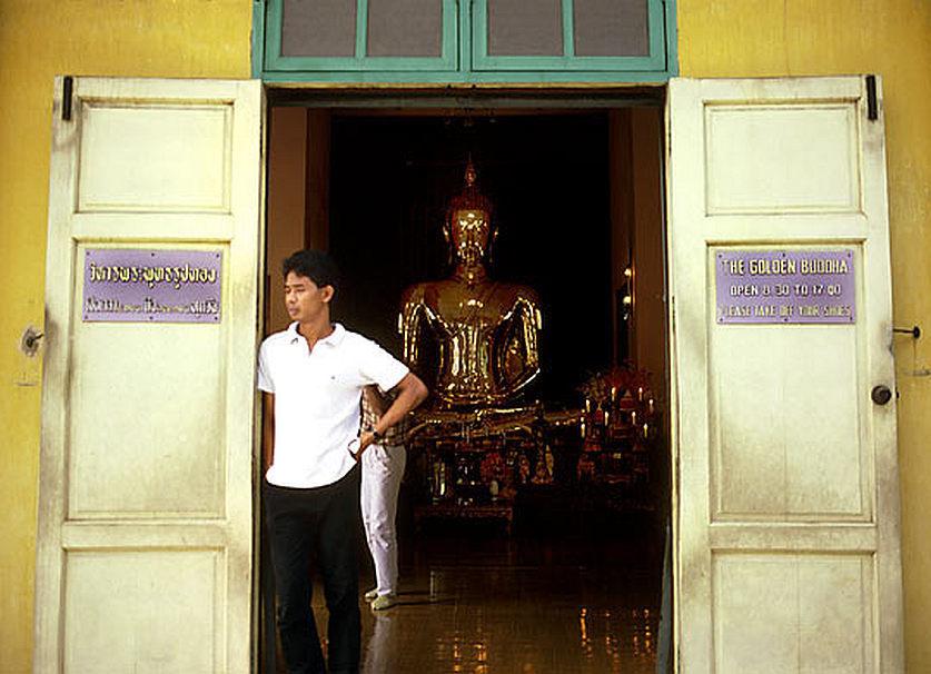 Vchod do původní kaple ve které byl umístěn Zlatý Buddha