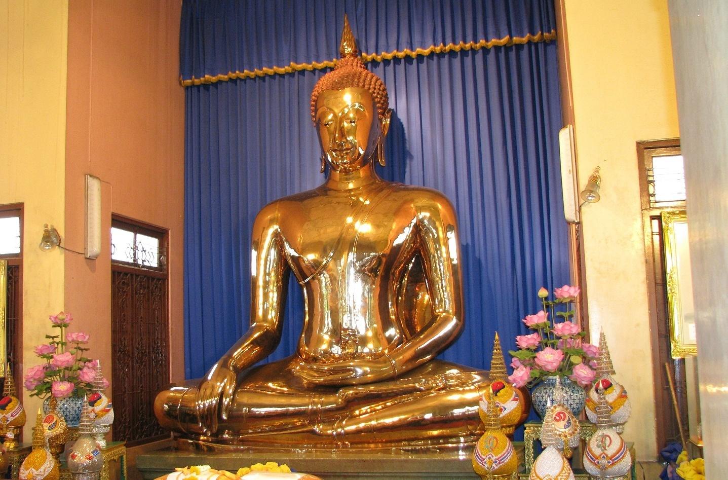Zlatý Buddha ve starém Vihanu - Wat Traimit