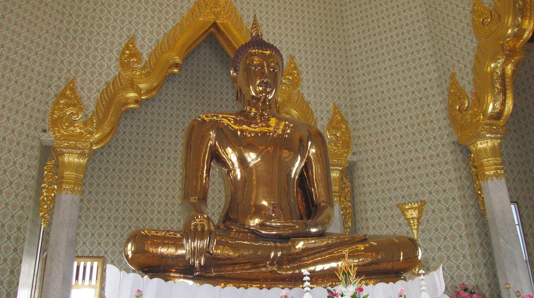 Zlatý buddha v novém čedí - Wat Traimit