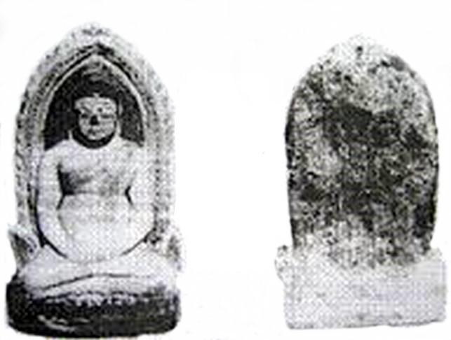 Dva tisíce let stará socha Phra Songachai, nalezená 1922 v Indii