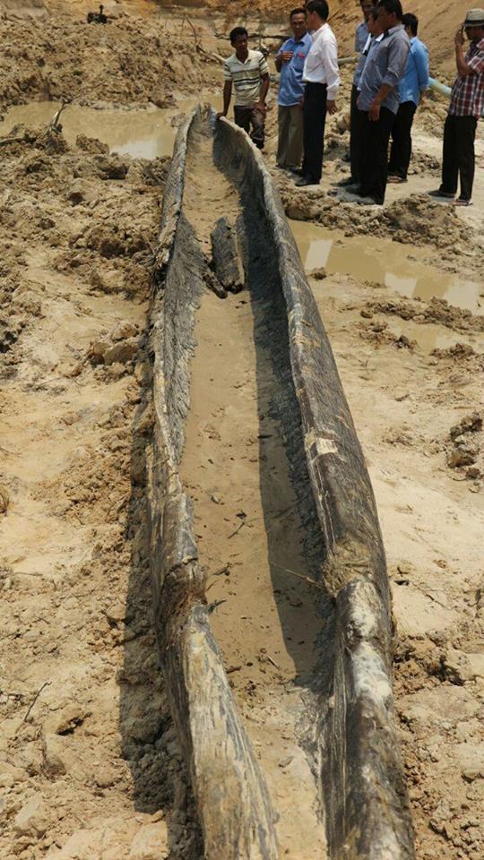 Osm set let starý člun nalezen v Angkoru