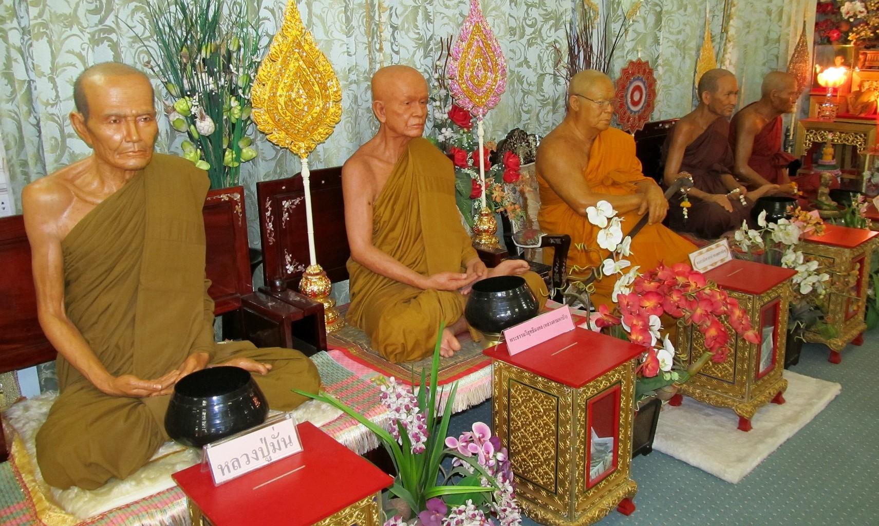 Thajští arahaté Wat Karon - Ayutthaya