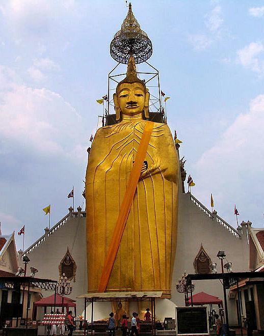 Majtréja ve Wat Intharawihan Bangkok