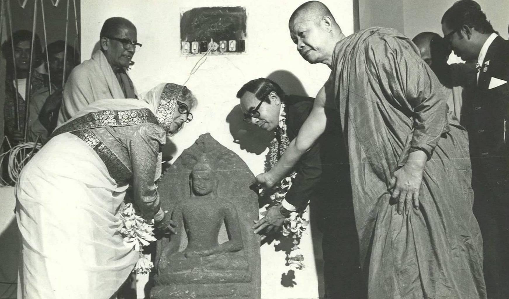 Phra Viriyang přebírá 1.200 let starou sochu Buddhy